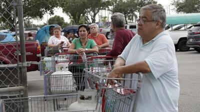 Residentes de la Florida se preparan para la inminente llegada de Dorian que amenaza en convertirse en un poderoso huracán de categoría 4