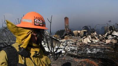 Incendio en Ventura ya ha calcinado 132,000 acres destruyendo más de 400 edificaciones a su paso