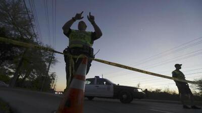 Hombre sospechoso de poner paquetes bomba en Austin, murió tras detonar un explosivo dentro de su vehículo