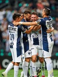 Con doblete de Maximiliano Meza y gol de Miguel Layún, Monterrey vence 3-0 al Columbus Crew y gracias al marcador global de 5-2, los regios toman su lugar entre los mejores cuatro del torneo.