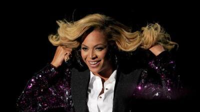 Beyoncé Shows Off More Pregnancy Photos