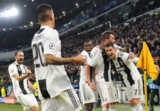 En fotos: Juventus ratificó su cupo en octavos de final con triunfo duro contra Valencia