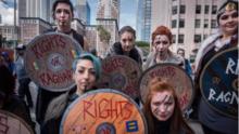 El Chivo Lubezki fotografió protestas contra Trump y las imágenes te enseñarán por qué ha ganado tantos Oscar