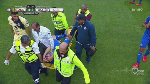 ¡Preocupación en Cruz Azul! Pablo Aguilar salió lesionado de la rodilla