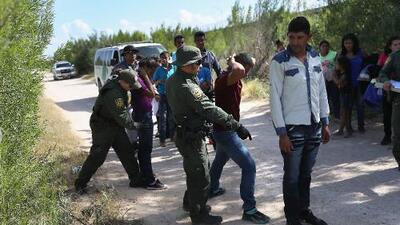 Cae el número de arrestos en la frontera y el gobierno de Trump lo atribuye al refuerzo de medidas migratorias de México