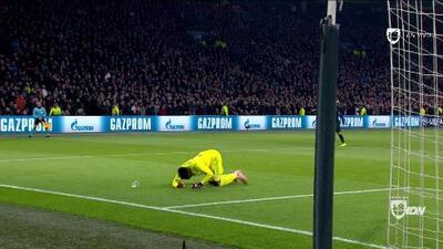 ¡Todo por un vaso! El portero del Ajax protagonizó el oso de la jornada en la Champions