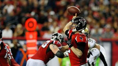 ¿Cómo la ofensiva y defensa de los Atlanta Falcons pueden ponerlos en el Super Bowl?