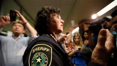 Desapareció pistola que le prestaron a la exsheriff Lupe Valdez, candidata a la gobernación de Texas