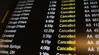 El mal tiempo deja cientos de vuelos cancelados en EEUU previo a Thanksgiving