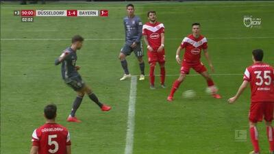 El estadounidense Alfredo Morales hizo una pifia para el 4-1 del Bayern al Fortuna