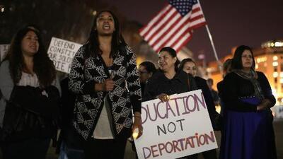 Presentan proyecto bipartidista en el senado para legalizar el estatus migratorio de dreamers