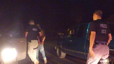 ICE comienza a arrestar indocumentados en las cortes como respuesta a las ciudades santuario