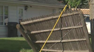 """""""La casa tembló fuerte"""": residente cuenta cómo lo afectó el tornado que tocó tierra en Waukegan"""