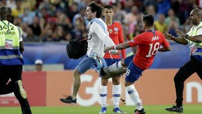 ¡Se va de la Copa América! Gonzalo Jara agredió a un aficionado y sería suspendido