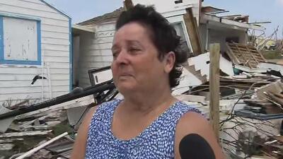"""""""Gracias a Dios estamos vivos"""": el desesperado relato de una mujer frente a su casa destruida por Dorian en Bahamas"""