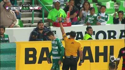 Tarjeta amarilla. El árbitro amonesta a Gerardo Arteaga de Santos Laguna