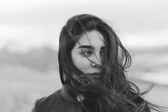 ¿Cuáles son algunas de las señales de advertencia de suicidio en jóvenes?