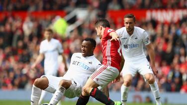Manchester United empata con el Swansea pero se mantiene en puestos europeos