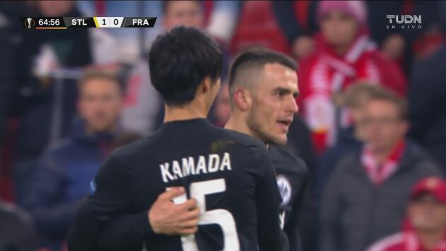 ¡Vaya golazo de Kostić! Cobra un tiro libre de manera impecable y empata el duelo