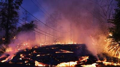 La lava del volcán Kilauea se expande hacia a otros sectores de la Isla Grande de Hawaii