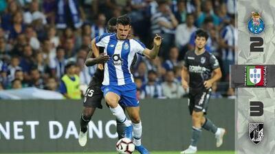Espectacular voltereta del Vitoria Guimares sobre el Porto; 'Tecatito' salió lesionado