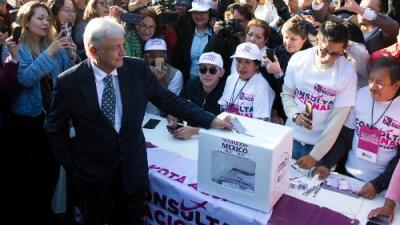 López Obrador quiere que la gente decida si quiere el 'Tren Maya', aunque ya puso fecha para el inicio de obras