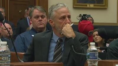 El comediante Jon Stewart se emociona hasta las lágrimas al hablar del fondo de compensación de víctimas del 9/11