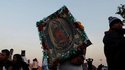 Miles de devotos en California se reúnen para cantarle las mañanitas a Virgen de Guadalupe