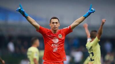 Agustín Marchesín, a una firma del Porto