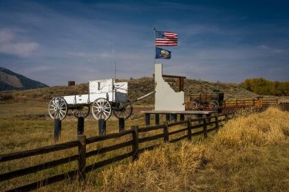 Wagons are used to show gate entry to Idaho Ranch . (Photo by: Visions of America/Joe Sohm/Universal Images Group via Getty Images)
