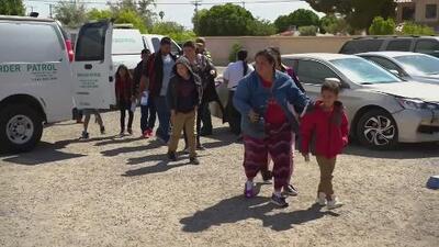 Condado de Riverside trabaja con voluntarios para responder ante la llegada de migrantes que son llevados a California