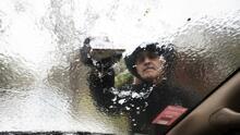 Centro de Texas amanece con temperaturas congelantes y los carros amanecen con capas de hielo