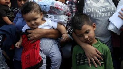 En un minuto: El gobierno dice que hoy reunirá con sus padres a menores de cinco años separados