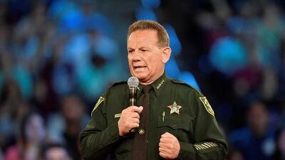 Senado de Florida vota por retirar permanentemente a Scott Israel como Alguacil de Broward