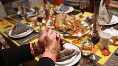 Esto debes saber antes de decidir reunirte para la celebración de Acción de Gracias