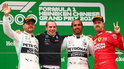 ¡Para la historia! Hamilton se lleva el GP 1000 en Shanghái y Mercedes repite el 1-2 en podio
