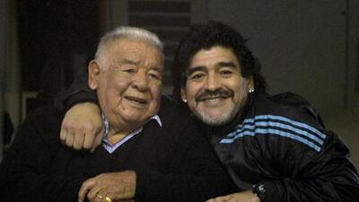 Padre de Maradona es hospitalizado por graves problemas respiratorios