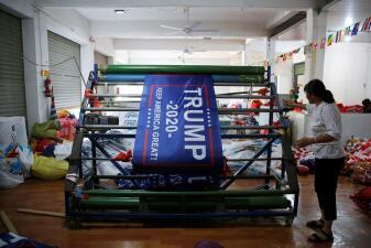 Esta fábrica en China produce miles de banderas 'Trump 2020' antes de que empiece la guerra comercial