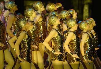 Bajo el calor latino el primer verano de las Rockettes en el Radio City