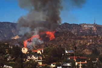 Incendio amenaza el letrero de Hollywood