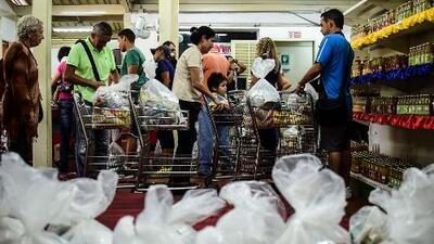 Dólares, comida y medicinas: los envíos del exilio salvan de la escasez a los venezolanos