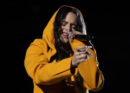 La española Rosalía hizo una versión del famoso sencillo 'Es por tí', tema que él le dedicó a su esposa cuando eran novios.