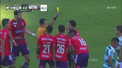 Tarjeta amarilla. El árbitro amonesta a Wilder Cartagena de Veracruz