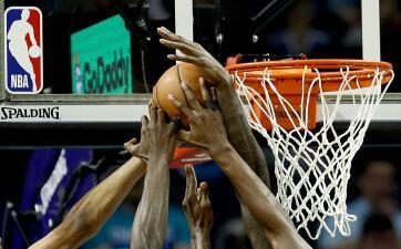 Carrusel NBA: pese a 54 puntos de James Harden pierde Houston