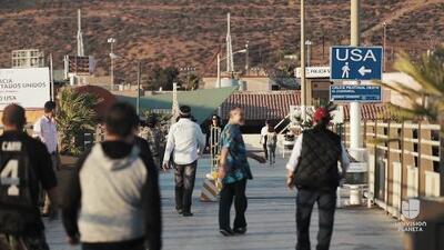Olas peligrosas y  aguas negras en la frontera de San Diego y Tijuana