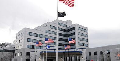 Dos personas mueren tras explosión en hospital de veteranos en Connecticut