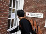 Una jueza deja en firme la acción afirmativa que beneficia a minorías en demanda contra Harvard