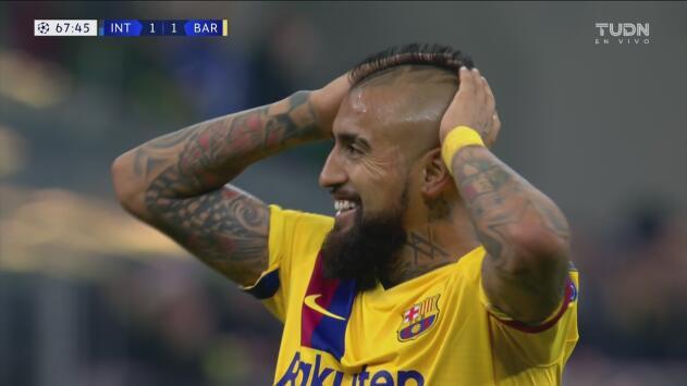 ¡Pasó cerca!  Vidal se quedó cerca del 2-1, la puntería no le ayudó