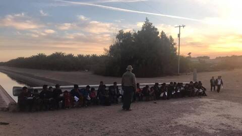 El constante flujo de centroamericanos en busca de asilo en Yuma, Arizona, preocupa a las autoridades en la frontera