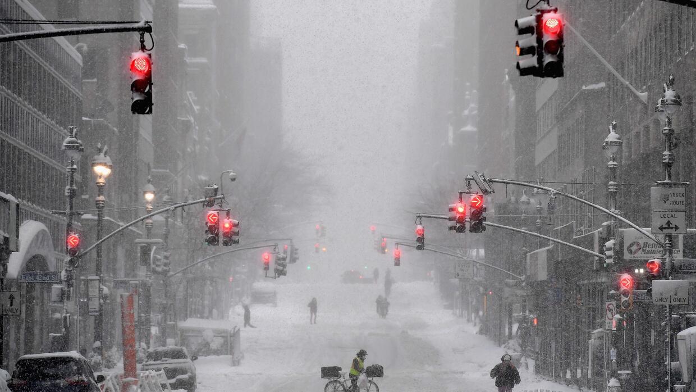 """Predicen que el próximo invierno será """"de los más largos y fríos en años' en Nueva York y EEUU"""
